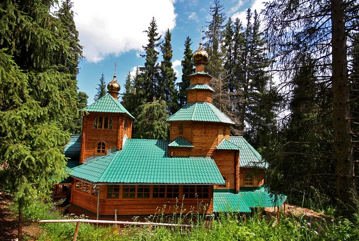 Мужской православный монастырь в Аксайском ущелье