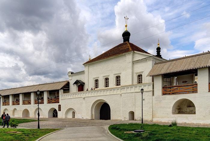 Надвратный храм во имя святого Николая Чудотворца