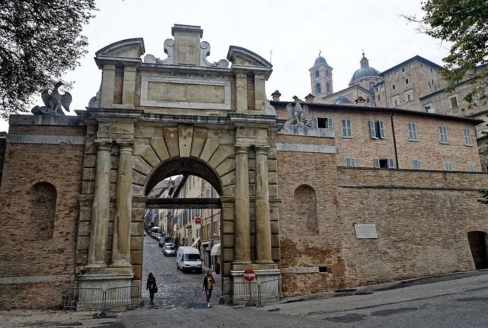 Древние ворота Porta Vabona