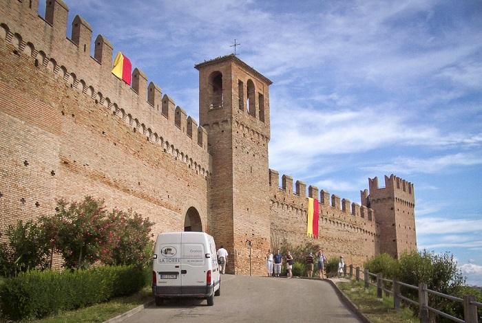 Старинная крепость 12 века