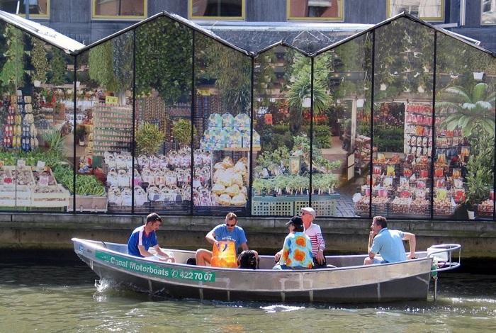 Плавучий цветочный рынок