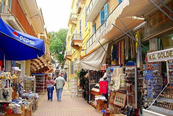 Бутики на улицах Zenonos Kitieos