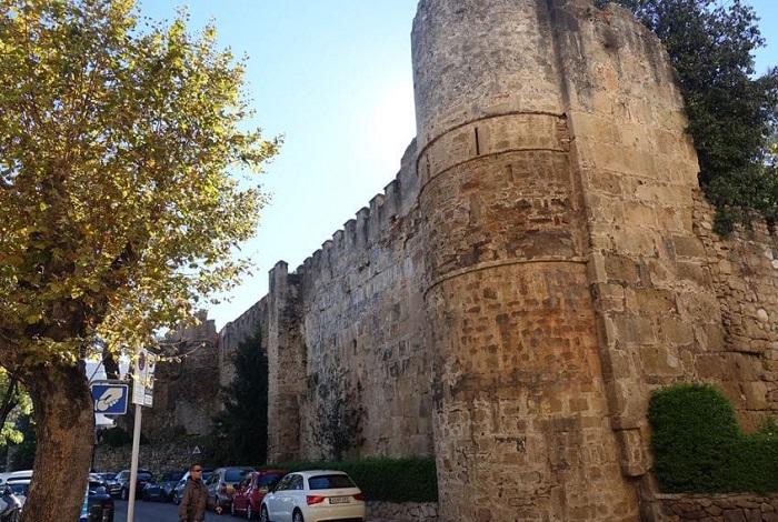 Арабская крепостная стена