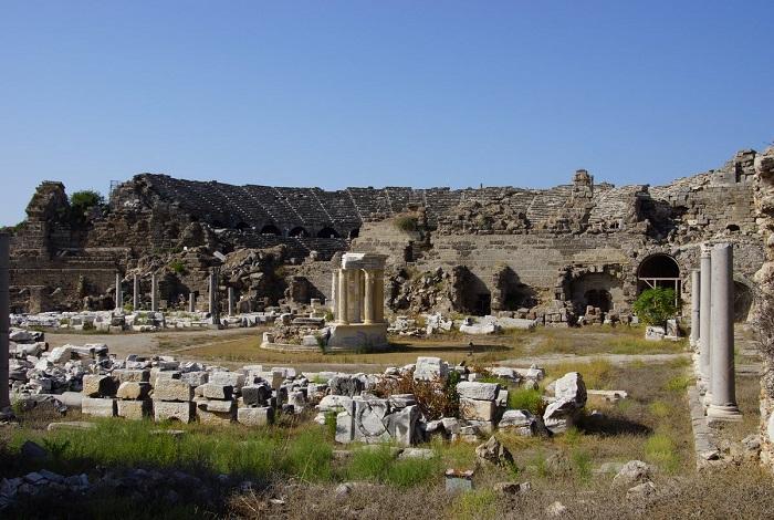 Руины античного города Сиде