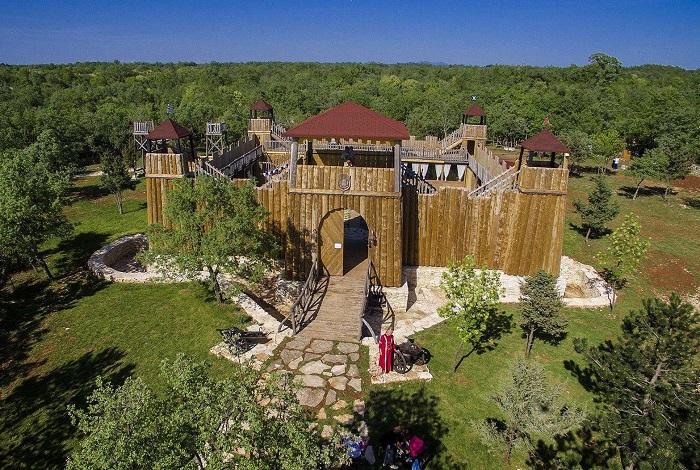 Деревянный замок Sanc Michael