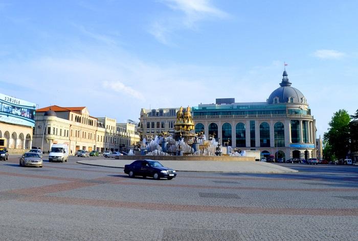 Площадь Давида Строителя