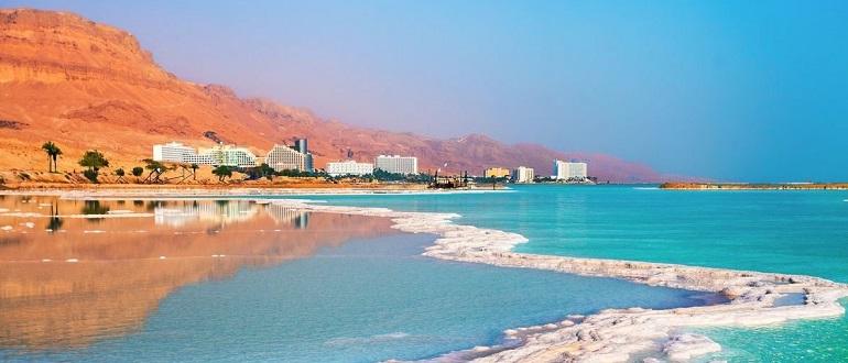 На Мертвом море в Израиле