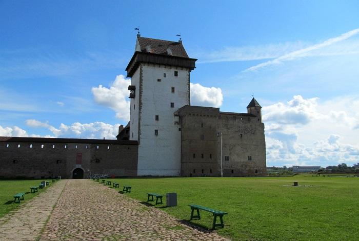 Нарвский Замок и Башня Длинного Германа